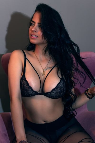 Marie Dave - Escort Girl from Naperville Illinois
